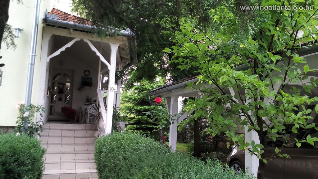 Csodás panorámával kimondottan jó állapotú, két lakásos ürömi családi ház eladó., Eladó családi ...