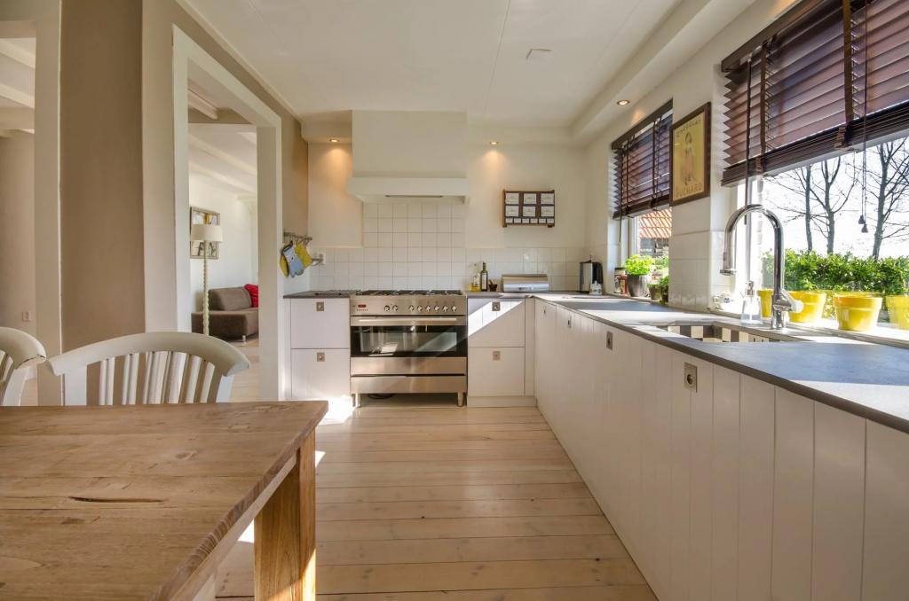 Ezért legyen egy átadóablak a konyhád és a teraszod között!