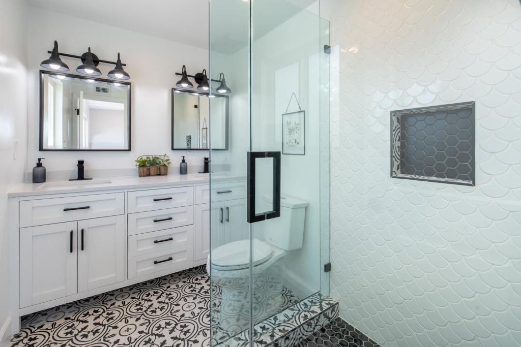 Fürdőszoba felújítás, aminek idősebb korunkban is örülni fogunk