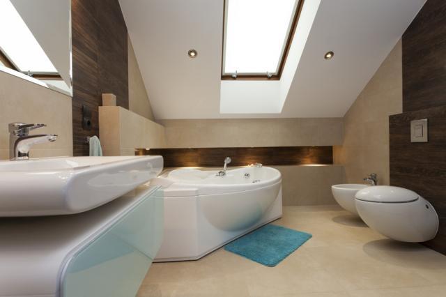 Mesés tetőtéri fürdőszobákat mutatunk!