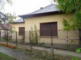 Köröstarcsa központjához közeli, felújításra szoruló, családi ház eladó