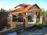 Igényes anyagok, átgondolt elrendezés, csodálatos kert, panorámával - eladó családi ház Zalaegerszegen