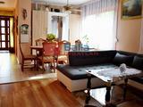 Siófok, Belváros utca, 240 m²-es, 2 generációs, családi ház, 10 szobás, felújított / újszerű állapotú