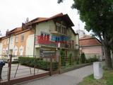 Siófok, Központi utca, 58 m²-es, földszinti, társasházi lakás, 3 szobás, felújított / újszerű állapotú