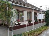 Hunyadivárosban takaros ház