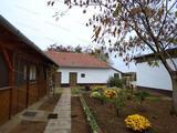 Eladó Tiszakürtön a Bogarasi részen családi ház, tanya nagy kerttel!