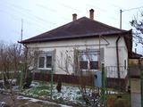 Eladó Kengyelen kertes családi ház!