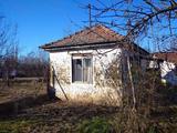 Rákóczifalván eladó építési telek kis házzal!