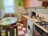 Eladó földszinti lakás Szolnok belvárosában.