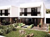 Debrecen új Luxus lakóparkjában egyedül álló megjelenéssel bíró zártsorú beépítésű önálló családi ház