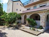 Mediterrán apartmanház négy lakrésszel Murter szigetén!