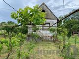 Eladó zártkerti besorolású telek téglaépítésű kis házzal