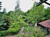 Vadregényes környezetben, romantikus franciás rusztikus stílusban épült három generációs ingatlankomplexum eladó!