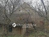 erdő felújítandó épülettel Balatontól 10 percre