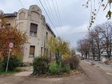 Szegeden Belvároshoz közel, kétlakásos, nagy udvaros, fölújítandó házrész eladó