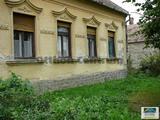 Pápától 8km-re található ingatlan, nagy telekkel eladó