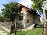 Kiskunfélegyháza kedvelt városrészében kétszintes, 5 szobás családi ház eladó!