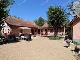 Kiskunfélegyházától 10km-re, gyönyörű környezetben, felújított tanya ELADÓ!