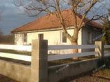 Fiatal építésű családi ház új belsővel eladó Hernádon