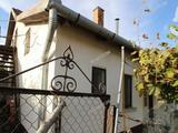 Jó szerkezeti adottságokkal 2 generációs ház eladó Jászszentlászlón