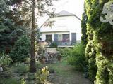Ideális méretű 3 szoba és nappalis ház szép kerttel eladó.