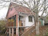 Eladó egy téglából épült kétszintes hétvégi ház , nyaraló Csókakőn ! (külterületi zárt kert)