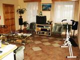 3+3 félszobás családi ház -akár két generációnak is- Sárvár kertvárosi részén eladó