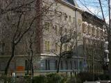 Kiadó az Almássy téren kis lakás