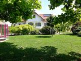 Szadai luxus ,medencés 2 generációs kertes ház