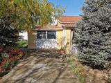 Tipp- topp kertes családi családi ház a Holt Tisza partján eladó