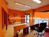 85 négyzetméteres, 3 szobás, 2 félszobás, jó állapotú, utcai, kiadó iroda