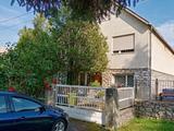 Szilvásváradon a Fő út mellett kétgenerációs családi ház eladó!