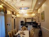 Debrecen Vezér lakótelepen villa hangulatú és minőségű, 8 éves, 5 szobás, nappalis, étkezőkonyhás, 3