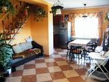 6 szoba-nappalis ház