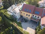 Szentendre történelmi belvárosában exkluzív, panorámás, egyedülálló családi ház eladó!