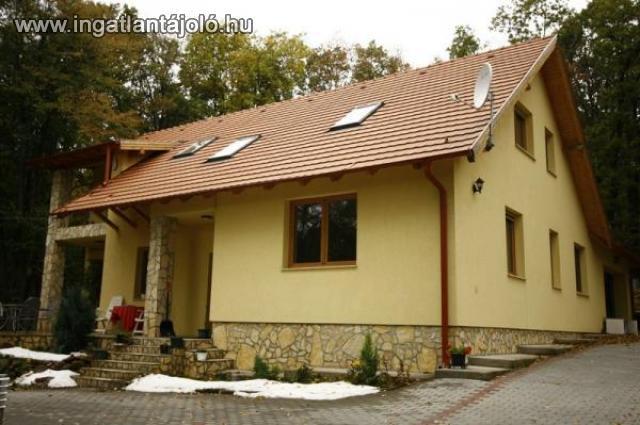 Eladó családi ház b0f690e03e