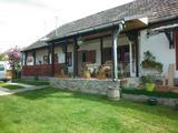 Eladó családi ház, Mogyoróska