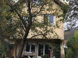 Eladó Budapest, III. Táborhegyen egy kétlakásos családi ház.
