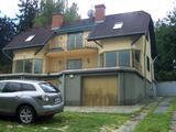 Eladó a II. Üdülő úton egy 400 m2-es luxus családi ház.
