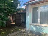 Nyíregyházán- Ságvári - kertváros övezetében házrész eladó!
