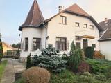 Szent- Imre kertvárosban villa jellegű családi ház