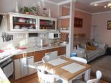 Mikepércsi úton, 60 m2-es, 2 szoba-nappalis lakás és 15 m2-es garázs eladó.