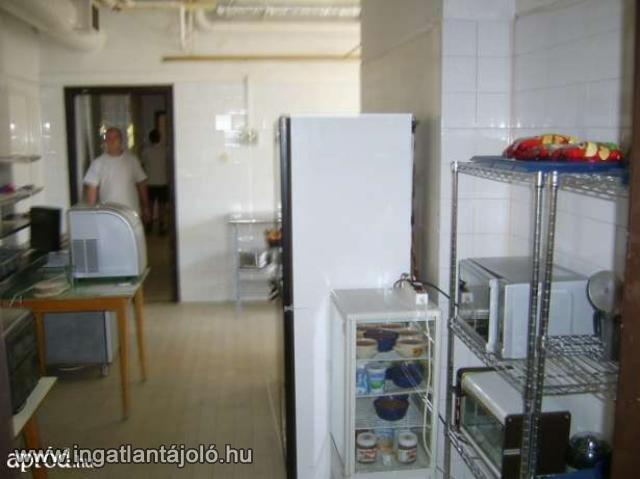 Budapesten 124 nm-es üzemi konyha teljes felszereléssel rezsiért ...