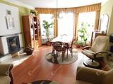Egyedi lehetőség, központi helyen családi ház / apartmanház eladó Bogácson!