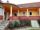 Szépen karbantartott, kiváló állapotban lévő 3 szobás családi ház eladó Recsken!