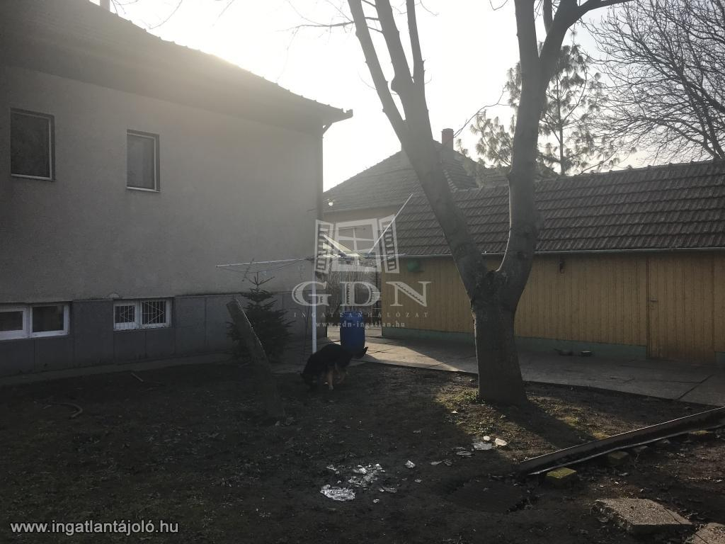 Elado Csaladi Haz Szeged Fodorkert Fodorkertben Ket Generacios