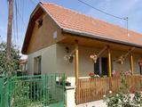 A Bodrog partján és 3 percre a Végardó fürdőtől családi ház eladó Sárospatakon