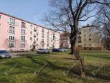 Eladó felújítandó 2 szobás konvektoros, tégla társasházi lakás a Győri kapu parkos, kedvelt részén