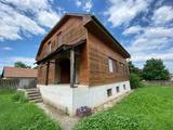 Tiszacsegén 3 szintes családi ház eladó