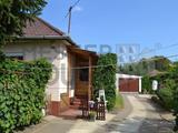 Debrecenben a Boldogfalvikertben eladó egy 73nm-es, 2 szoba + étkezős, téglaépitésű, nagyon szép állapotú családi ház 1439nm-es telken.